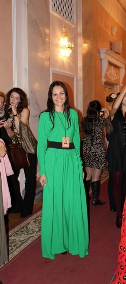 Светлана Курочкина с удовольствием позирует проходимцам с фотоаппаратом